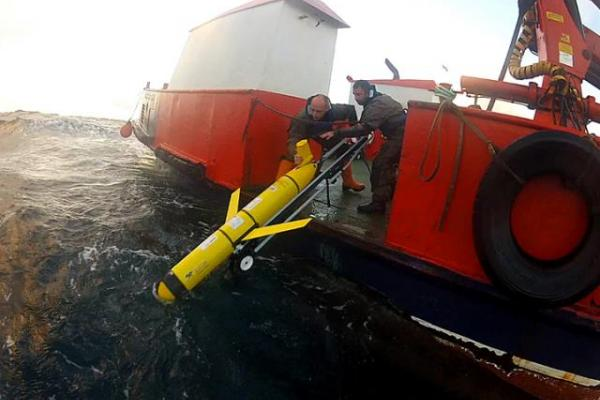 Submarine gliders being deployed by RN personnel